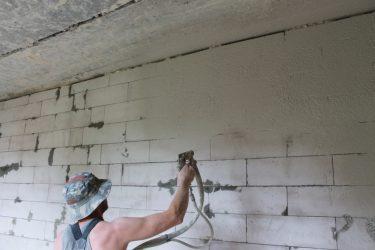 Как шпаклевать стены из газобетона?