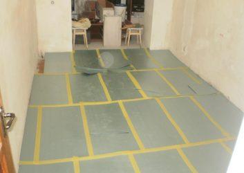 Что кладут под линолеум на бетонный пол?